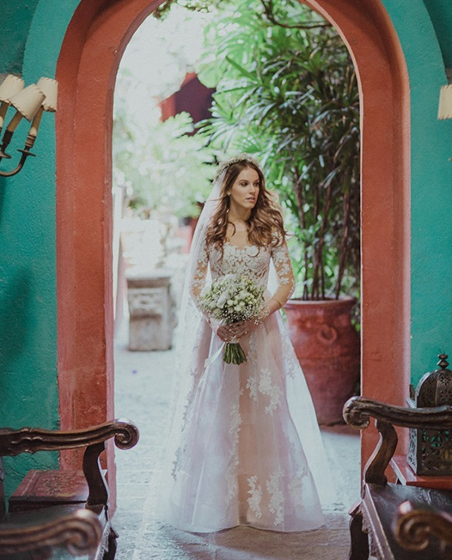 Wedding dress with color makes the bride elegant and couture