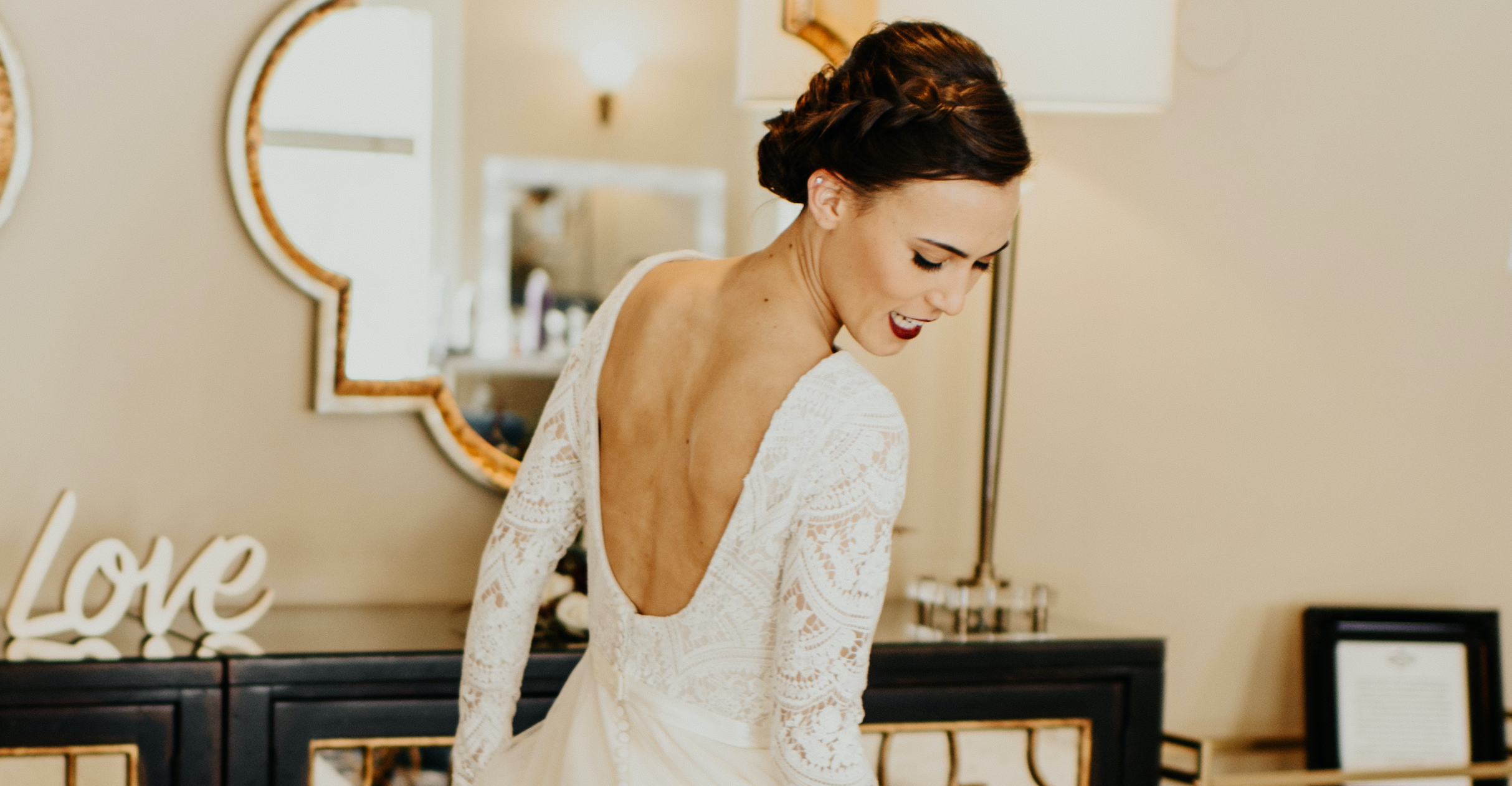 Anomalie is an expert at helping brides create long sleeve wedding dresses online.